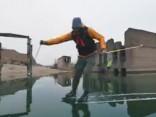 Elpu aizraujoši skati: Slidošana virs zemūdens cietuma Igaunijā