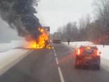 Uz Daugavpils šosejas pie Nīcgales deg kravas auto