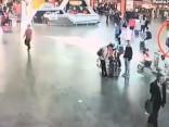 Publiskots video ar uzbrukumu Ziemeļkorejas diktatora Kima Čenuna pusbrālim