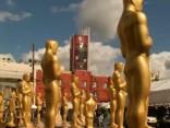 Holivudā gatavojas «Oskara» balvas ceremonijai; sarkanā paklāja izklāšana