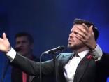 Папа, сестра и много VIP-ов: Интарс Бусулис презентовал новый альбом