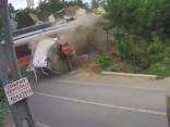Kravas auto un vilciena sadursmē Čīlē divi bojāgājušie