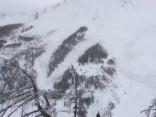 Iespaidīgi: Zinātnieki Šveicē mākslīgi izraisa milzu lavīnu