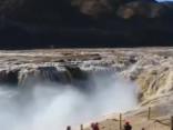 Pārsteidzošais dabas spēks: Iespaidīgs ūdenskritums Ķīnas ziemeļos