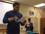Skolotājs izmanto hiphopu vēstures mācīšanai