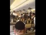 Lidmašīna ar ebreju svētceļniekiem veic ārkārtas nosēšanos Nīderlandē
