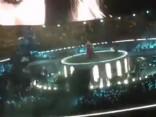 Adele koncerta laikā aizrāda apsardzes darbiniekam