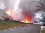 В США самолет врезался в жилой дом, есть жертвы