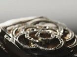 Завораживающее видео: как создаются бриллиантовые часы Chanel