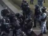 Krievijas policija demonstrē «spēku»; sit neapbruņotu demonstrētāju