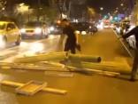 Demonstrācija pret policijas vardarbību Parīzē pāraug nekārtībās; aizturēti 32 cilvēki