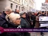 """Protesta akcijā par NĪN atcelšanu vienīgajam mājoklim: """"Rokas nost no mūsu mājām!"""""""