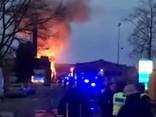 Ēkā Brīvības gatvē izcēlies ugunsgrēks; pastāv draudi par tā izplatīšanos