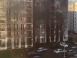 Daudzdzīvokļu namā Salnas ielā pagrabā deg mašīnas; evakuēti 300 cilvēki