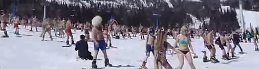 Tikmēr Krievijā: kāpēc gan nepabaudīt brīvdienas, slēpojot pusplikiem?