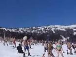 На горнолыжном курорте России установлен рекорд по массовому «голому» спуску
