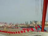 Ķīna nolaidusi ūdenī pirmo vietēji uzbūvēto aviācijas bāzes kuģi