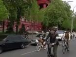 Ukrainā pulcējas simtiem retro velosipēdistu