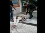 Vīrietis aizdedzinās pie Irānas vēstniecības Bangkokā
