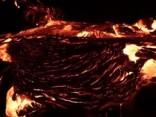 Noskaties: Havaju salās nofilmēta plūstoša lava