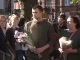 Mančestrā tūkstošiem cilvēku piemin terorakta upurus