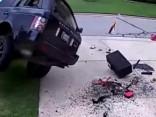 Gribēja tēlot kaskadieri, tā vietā sasita savu Range Rover