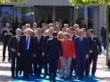 Makrons met līkumu Trampam un pirmo sveicina Merkeli