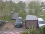Noskaties: spēcīgā pērkona negaisa postījumi Maskavā
