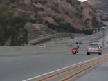 Kas notiek, ja pie motocikla stūres sēžas Čaks Noriss?