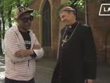 Romas Katoļu Baznīcas Rīgas arhibīskaps-metropolīts Zbigņevs Stankevičs un modes mākslinieks Dāvids par apģērbu un materiālo vērtību nozīmi