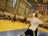 Юные баскетболисты встретили своего кумира - Кристапа  Порзингиса