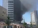 Maskavā netālu no Kremļa daudzstāvu mājā izcēlies ugunsgrēks