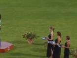 Uzvarētāja pamet apbalvošanas ceremoniju sajauktas himnas dēļ