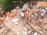 Indijā sagruvusi ēka, nogalinot vismaz 17 cilvēkus