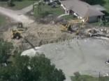 Floridā zemes nogruvums aprij septiņas mājas