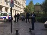 Под Парижем машина наехала на военных