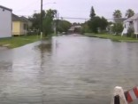 Teksasā plūdu ūdeņi pārrāvuši dambi; izsludināta obligāta evakuācija