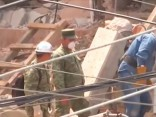 Meksikas zemestrīce: glābj sagruvušā skolā iesprostotu 12 gadus vecu meiteni