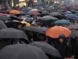 Tūkstošiem poļu sieviešu demonstrācijās aizstāv tiesības uz abortiem