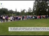 Pie Bēnes vidusskolas olimpiskajā dienā atklāj jaunizbūvētu pludmales volejbola laukumu