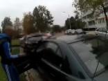 Aculiecinieks ziņo par iespējamu automašīnas zagšanas mēģinājumu