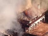 Bojāgājušo skaits Kalifornijas ugunsgrēkos pieaudzis līdz 40