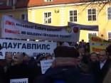 В Риге прошел пикет против обучения только на латышском языке