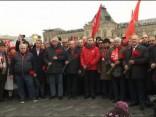 Krievijā boļševiku apvērsuma gadadienā iziet ielās ar padomju simboliem un Staļina ģīmetnēm