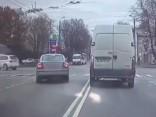 Purvciemā notver 80 gadus vecu agresīvu autovadītāju
