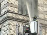 В Нью-Йорке около 100 пожарных боролись с огнем в многоэтажке