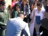 Пара поженилась на границе США и Мексики