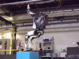 Radīts robots, kas lēkā tāpat kā cilvēks