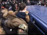Saakašvili aizturēšana un policijas saķeršanās ar protestētāju pūli