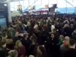 """Stanstedas lidosta 10.decembrī pēc vairāku """"Ryanair"""" reisu atcelšanas"""